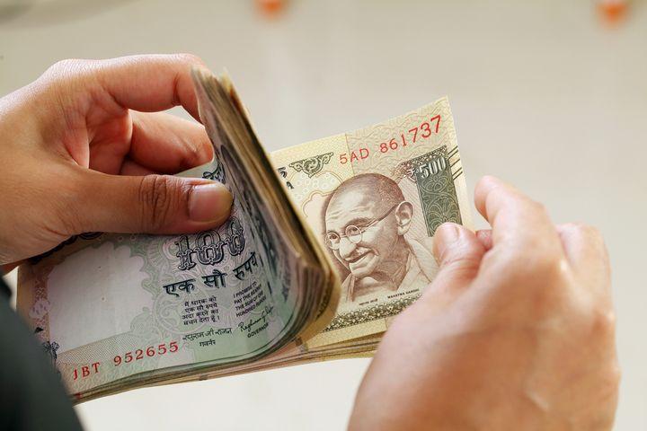 インドの通貨ルピーに両替するのはどこでするのがいちばんお得?